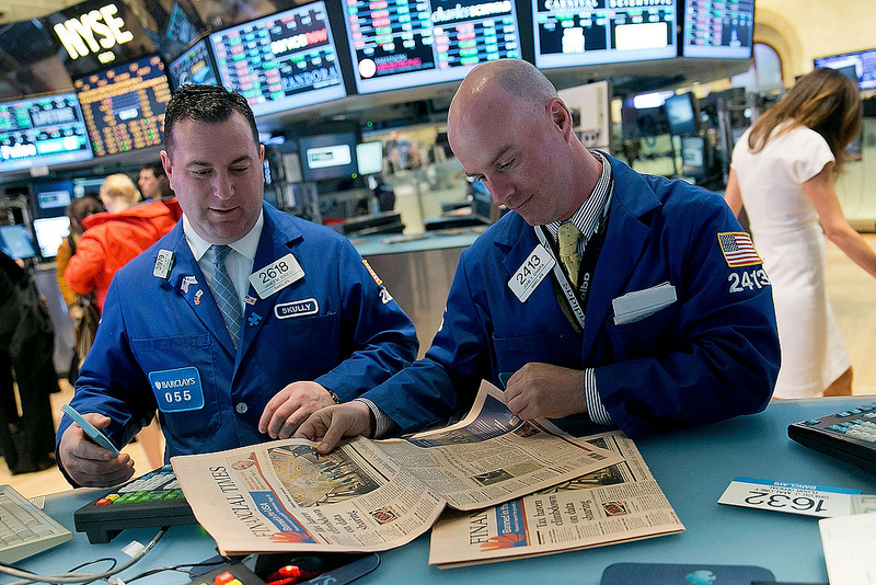 photo of traders at NYSE